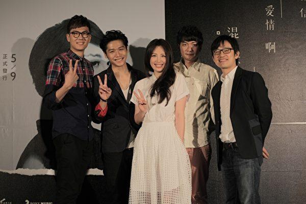 左起為:宇宙人樂團主唱小玉、藝人蔡旻佑、歌手魏如萱、獨立音樂人黃玠、製作人陳建騏。(添翼創越提供)