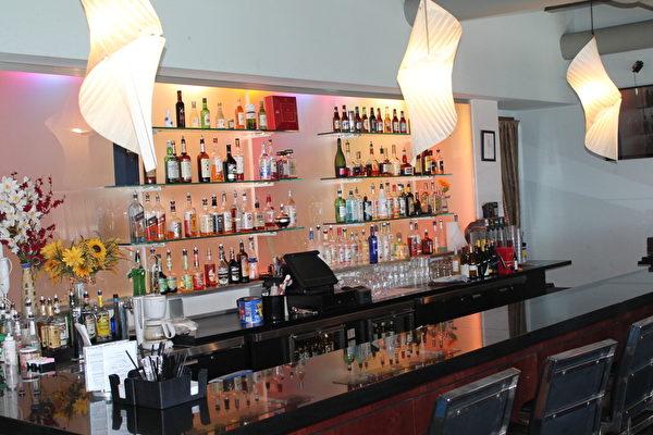 Heebeen 韓國自助餐廳的酒吧。(攝影:何伊/大紀元)