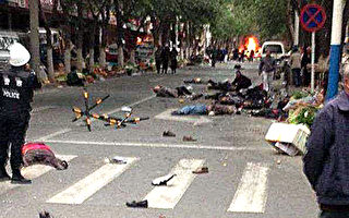 5月22日,新疆烏魯木齊市沙依巴克區公園北街早市發生的大爆炸,官方報導稱至少31人死亡,94人受傷。( CHINA OUT   AFP PHOTO/STR)