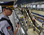 立法院朝野党团指出,北捷警力长期严重缺乏,以致应变不足。(AFP)