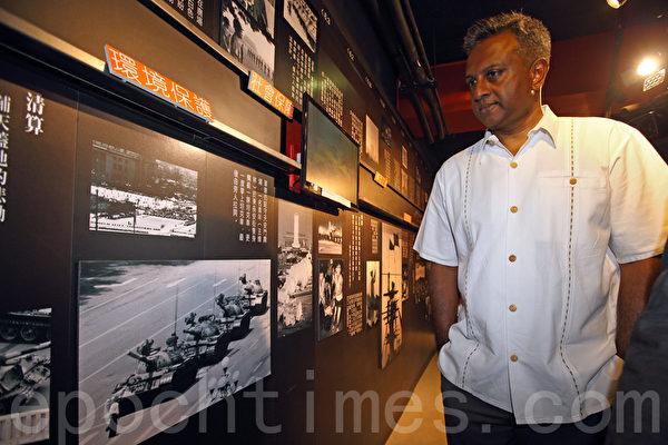 國際特赦秘書長謝迪參觀「六.四」紀念館,促調查「六.四」真相,將元凶繩之以法。(潘在殊/大紀元)
