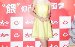 任容萱甜美現身 黃色洋裝可愛