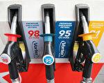 由於伊拉克局勢繼續惡化,導致通常夏季下降的美國汽油價格不斷上漲,全美平均油價接近2014年最高點$3.70美元每加侖,夏威夷油價最高,達到4.34美元每加侖。(Scott Barbour/Getty Images)