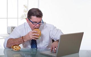 无意中已变胖!紧盯电脑荧屏让你食欲大增