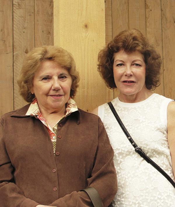 Geniviève(左)是女王的忠實粉絲,她第一次見到女王是1957年。(鄧蘊詞/大紀元)