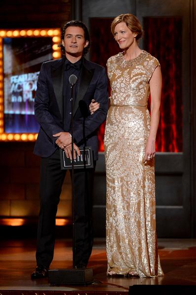 颁奖嘉宾奥兰多•布鲁姆与安娜•冈恩。(Theo Wargo/Getty Images for Tony Awards Productions)
