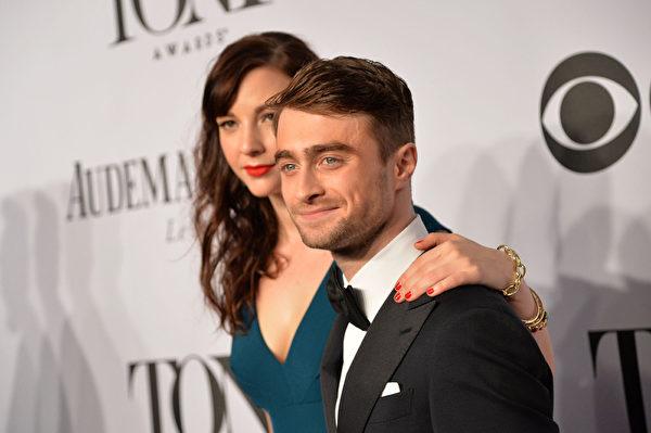 丹尼尔•拉德克利夫与女友艾琳•达克。(Mike Coppola/Getty Images for Tony Awards Productions)