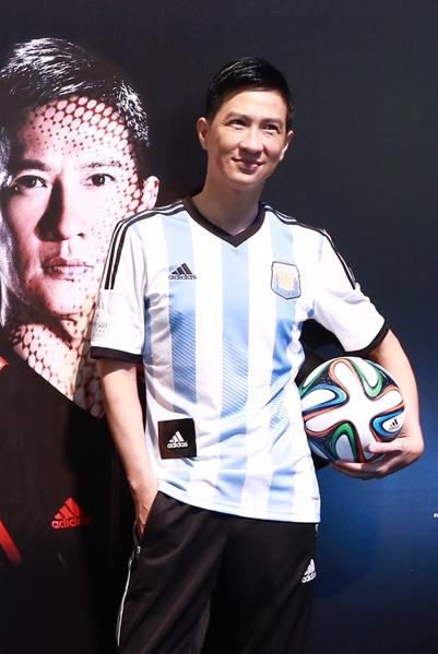 张家辉神似阿根廷球王梅西。(动力国际提供)