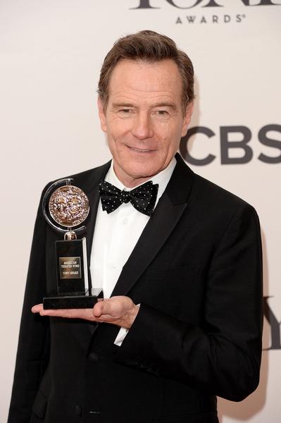 布莱恩•克兰斯顿获得生平第一个托尼奖座——最佳话剧男主角奖。(Andrew H. Walker/Getty Images for Tony Awards Productions)