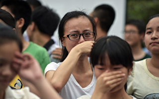 【新闻看点】高考政审引海啸 被斥魔鬼条款