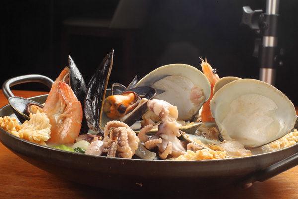 海鲜锅。(摄影:张学慧/大纪元)