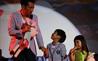 曹格一家可爱亮相《爸爸2》重庆站