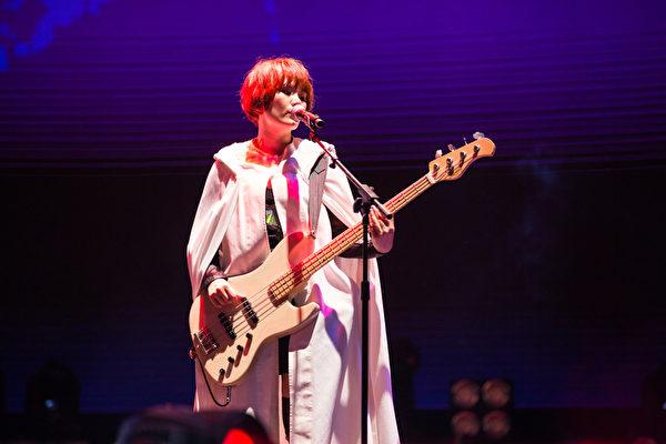 蘇打綠唯一的女性成員謝馨儀。(環球國際唱片提供)