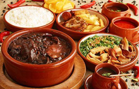 「立秋」民俗之一吃燉肉「貼秋膘」,準備禦冬寒。(大紀元資料)