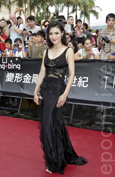 模特、演员赵茜也参加了《变形金刚4》的演出。(余钢/大纪元)