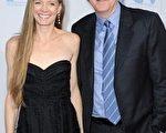 好莱坞著名电影导演詹姆斯·卡梅隆(James Cameron)的妻子苏茜·爱米斯 (Suzy Amis Cameron) (Photo by Frazer Harrison/Getty Images)