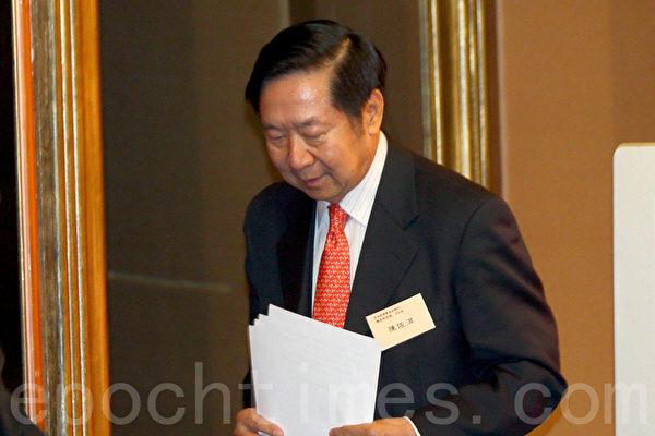 港澳辦前副主任陳佐洱在6月20日現身香港,自圓其說解釋白皮書未收緊香港自治權。(潘在殊/大紀元)