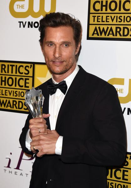 马修•麦康瑙希凭借《真探》捧得最佳剧情剧男演员奖。(Jason Merritt/Getty Images for Critics' Choice Television Awards)