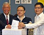 """无惧中共和港府的打压,香港""""6.22""""全民公投在6月20日启动电子投票后,在6月22日正式进入实体投票阶段;截至晚上12时,连同实体票站投票数字,已有705,254投票,民意空前踊跃。(潘在殊/大纪元)"""