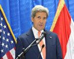 美国国务卿凯里(John Kerry)2014年6月23日突访巴格达,承诺美国会持续地对伊拉克提供强力的支持。(Stringer/Anadolu Agency/Getty Images)