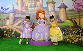 左左右右巧扮小公主 當迪士尼導覽嘉賓