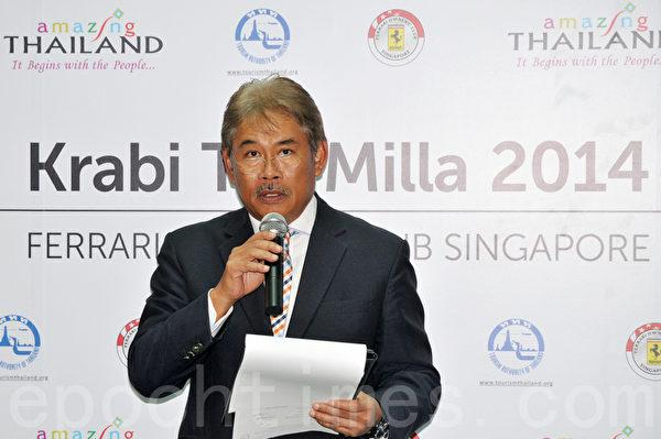 泰国大使马鲁•吉帕蒂马(Marut Jitpatima)在法拉利车队泰国自驾游的启动仪式上致词。(孙明国/大纪元)