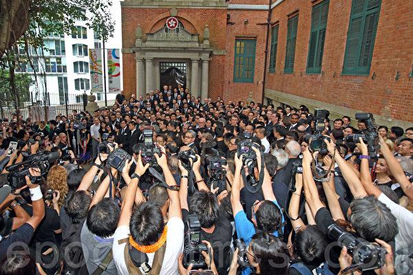香港法律界6月27日发起黑衣静默游行,抗议中共国务院新闻办发表的白皮书。队伍由高等法院出发前往终审法院,主办方称有1800人参与,是历次游行最多。(潘在殊/大纪元)