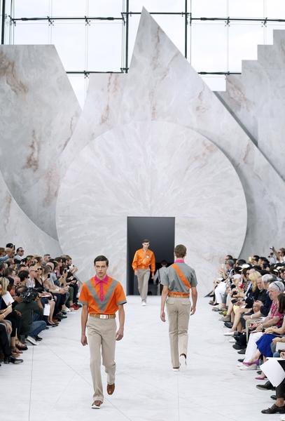 2014年6月26日,巴黎时装周路易•威登春夏男装秀。(PATRICK KOVARIK/AFP/Getty Images)