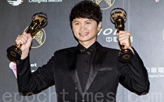陈建玮黑马出头,以《30出头》一口气获得最佳台语专辑和台语歌王大奖。(许基东/大纪元)