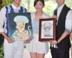 郭雪芙今年生日在新竹外景拍戲現場慶生,劉以豪與簡宏霖作畫當禮。(三立提供)
