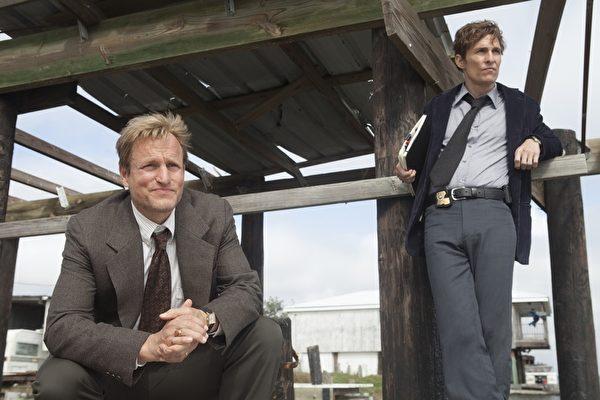 """《真探》入围12项,马修•麦康瑙希(右)与伍迪•哈里尔森将竞争""""视帝""""。(HBO提供)"""