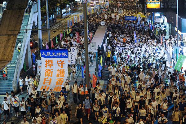 彭博社:香港數十萬人走上街頭捍衛民主