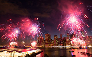 组图:纽约独立日烟火秀集锦