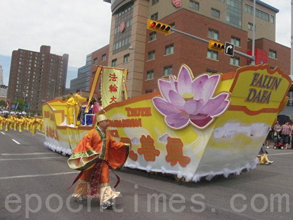 金色大法船(林採楓/大紀元)