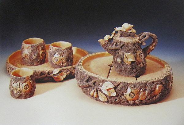 《亲情双茶盘木壶六件组》。(钟元翻摄/大纪元)