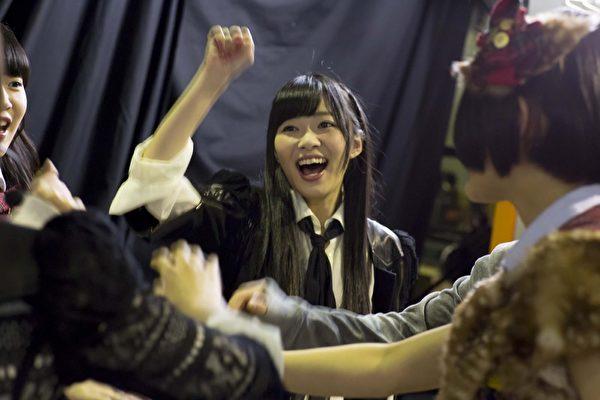 《AKB48光荣时刻》剧照:由指原莉乃领军的AKB48姐妹团HKT48。(天马行空提供)