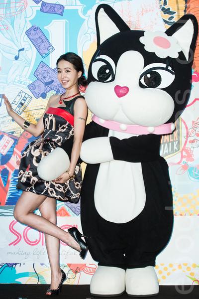 藝人蔡依林(Jolin)7月10日在台北出席美妝記者會,她搶下15支代言,堪稱2014年廣告女王。(陳柏州/大紀元)