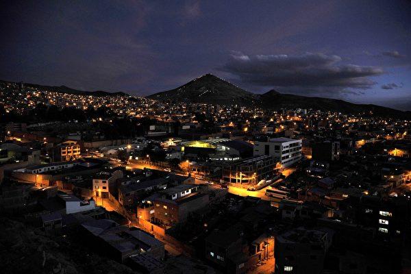玻利维亚的波托西的夜景(AIZAR RALDES/AFP/Getty Images)