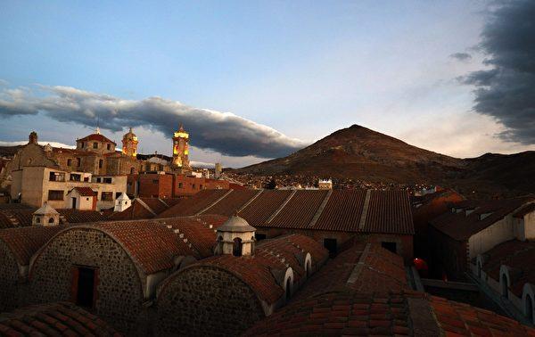 玻利維亞波托西的城市一隅。(AIZAR RALDES/AFP/Getty Images)