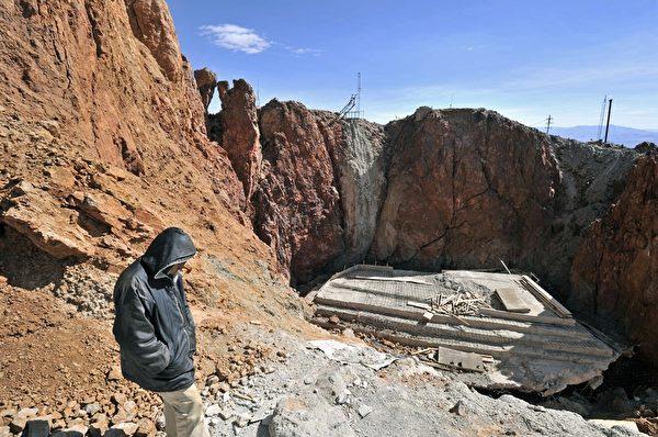 波托西一处矿场,其因采矿而处于坍塌的危险中。(AIZAR RALDES/AFP/Getty Images)