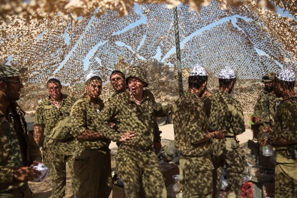 2014年7月15日,至少36,000名预备役军人,集结在以色列加沙边界备战。(MENAHEM KAHANA/AFP/Getty Images)