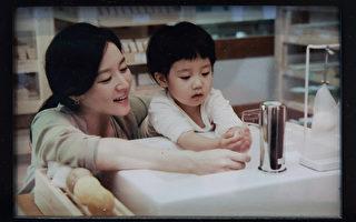 李英爱分享母爱 研发纯天然洁肤品