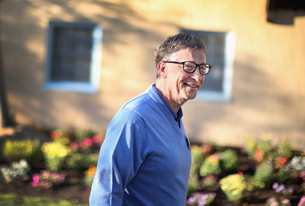 比尔.盖茨和他的太太梅琳达自幼就深知回馈社会的重要性。(Getty Images)