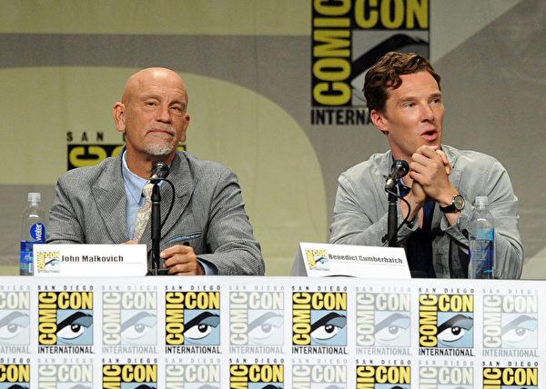 2014年7月24日,演员约翰.马尔科维奇和本尼迪克特.康伯巴奇出席梦工厂动画宣传活动。(Kevin Winter/Getty Images)