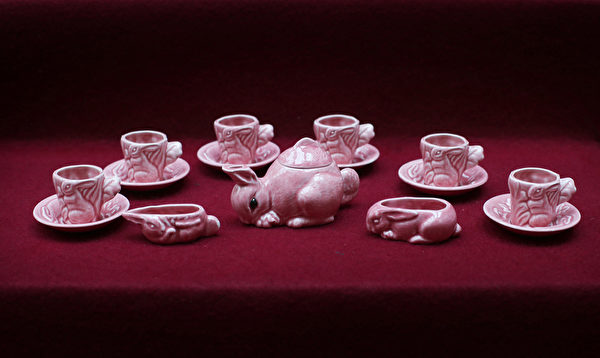 英女王伊麗莎白二世的肖形瓷茶具。(Peter Macdiarmid/Getty Images)