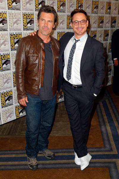 乔什·布洛林与小罗伯特·唐尼出席漫威影业《复仇者联盟:奥创时代》宣传会。(Joe Scarnici/Getty Images for Disney)