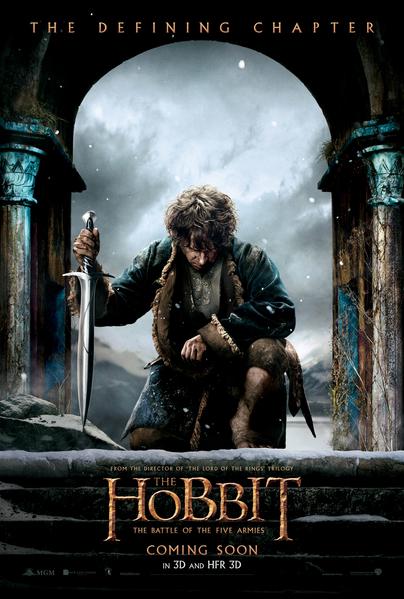 《哈比特人:五军之战》先导海报中,马丁•弗里曼扮演的比尔博表情凝重。(华纳兄弟提供)