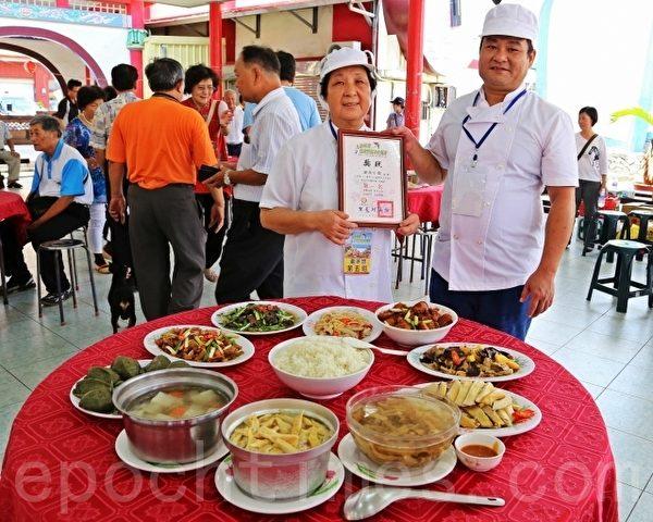 競技奪冠的新味小館,大廚展示奪冠的客家創意料理。(陳文敏 /大紀元)