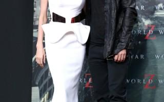 2013年6月4日,安吉丽娜•朱莉在进行预防性双乳腺切除术后,与布拉德•皮特恩爱亮相《末日之战》柏林首映礼。(Andreas Rentz/Getty Images for Paramount Pictures)