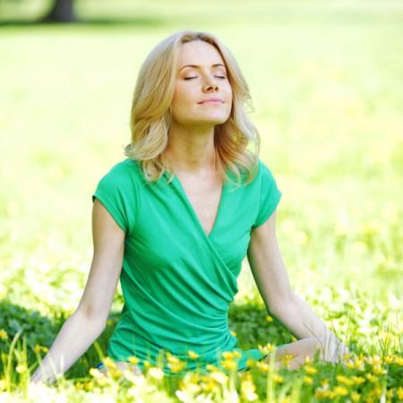 中医认为盘腿静坐可以让自己的意识更强大,不容易被消极思想给控制,也就不容易进入忧郁状态。(Fotolia)